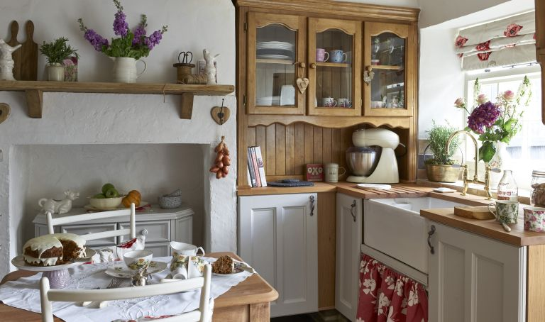 Be Your Own Designer Learn How To Antique Kitchen Cabinets Kitchen Dorks