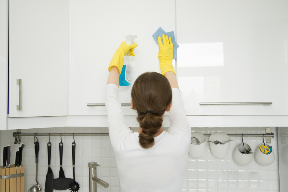 How to Clean Sticky Wood Kitchen Cabinets: Ultimate Guide ...